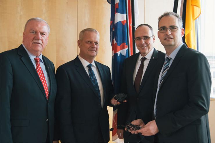 CeoTronics AG se présente au Ministre de l'Intérieur et au Vice-Président du Parlement du land de Hesse